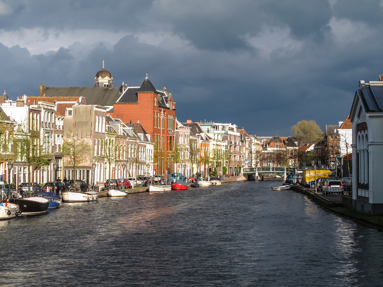 We had many gray (and rainy) days, but that didn't dampen our spirits at all!  We enjoyed an interesting sky our first night out when we arrived in Leiden.