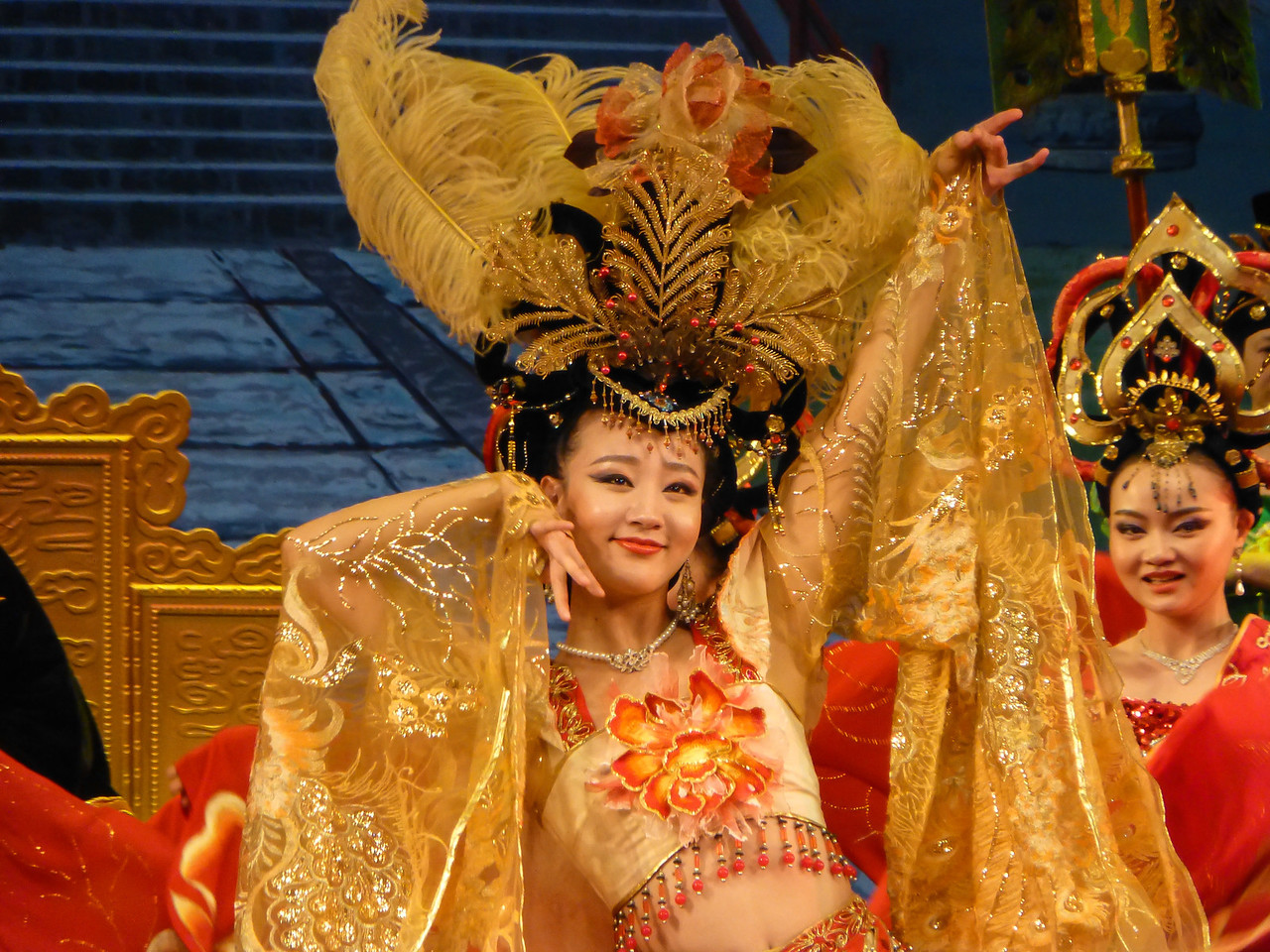 The Chinese can certainly entertain with gorgeous costumes and exquisite choreography.