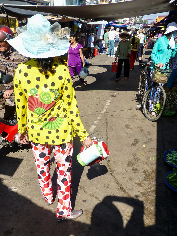 We visit the thriving market in Chau Doc. Please note the fashion trends.