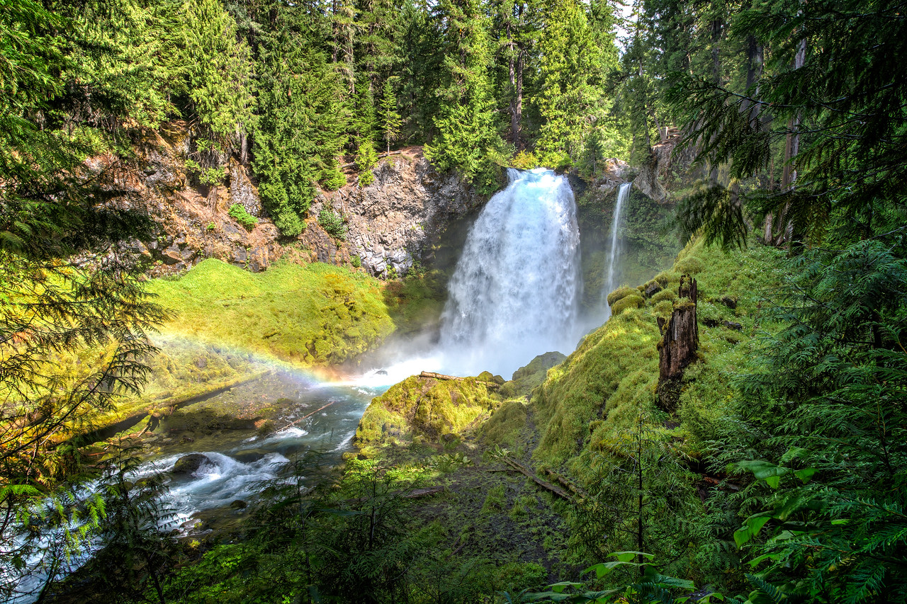 Along the McKenzie Highway we walked to beautiful Sahalie Falls. The lush setting with thick moss and a rainbow from the mist made this a favorite
