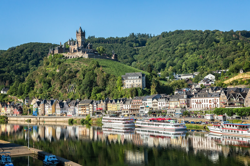 Another view of this beautiful setting in Cochem.