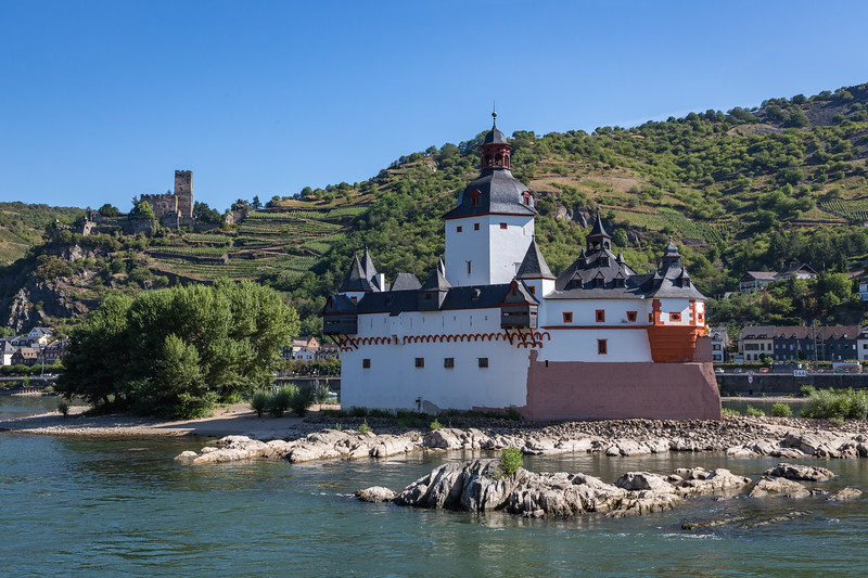The Pfalzrafstein Castle in the foreground, which used to serve as a toll gate charging boats that passed by, with the Gutenfels Castle in the background.