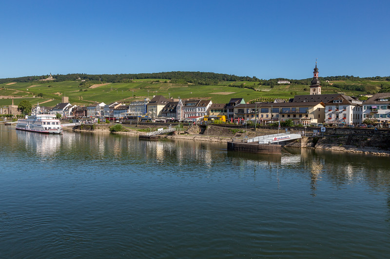 Rüdesheim, a highly touristic town along the Rhine.