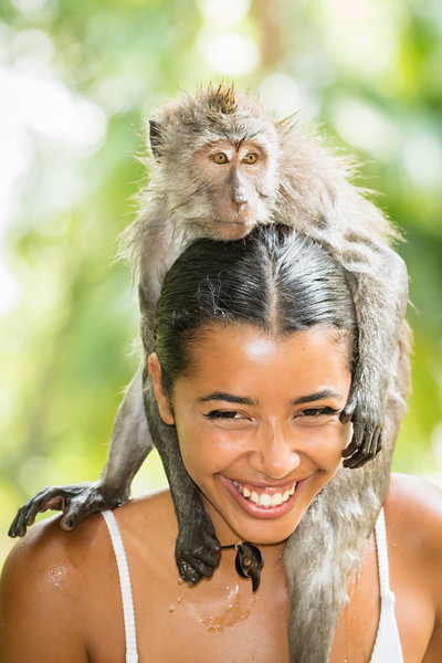 Without fear, the girl enjoyed the novelty of the monkey on her head.