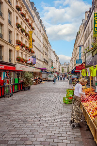 Afternoon on an every market day on Rue Cler