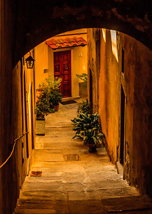 Steep, stepped alley