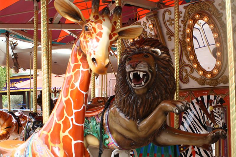 ZO 9 Carousel Giraffe & Lion