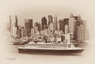 NY Skyline - Queen Mary 2