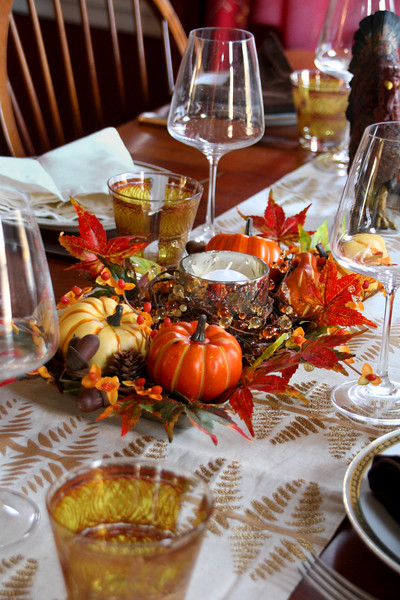 HO 45 Thanksgiving Table