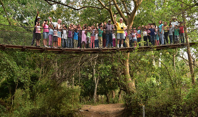 NEA_0324-Mata Palo-Crowd on Bridge