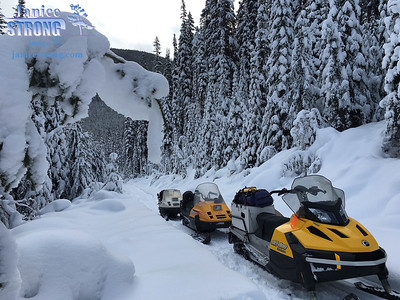 Backcountry-Snowmobiling-0577-1-Janice-Strong