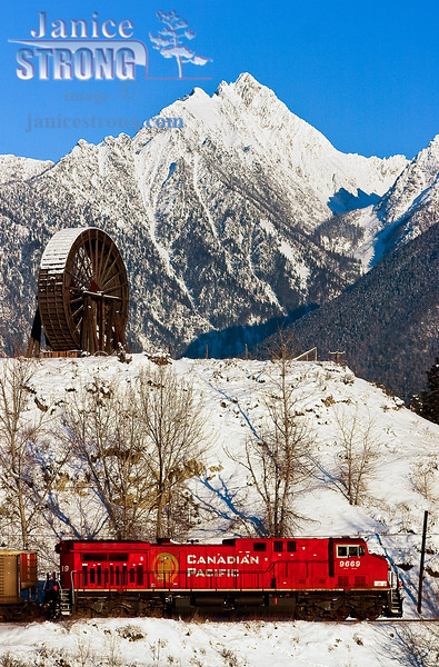214_1434 Fisher Peak and Fort Steele Water-Wheel and CPR Train-2010