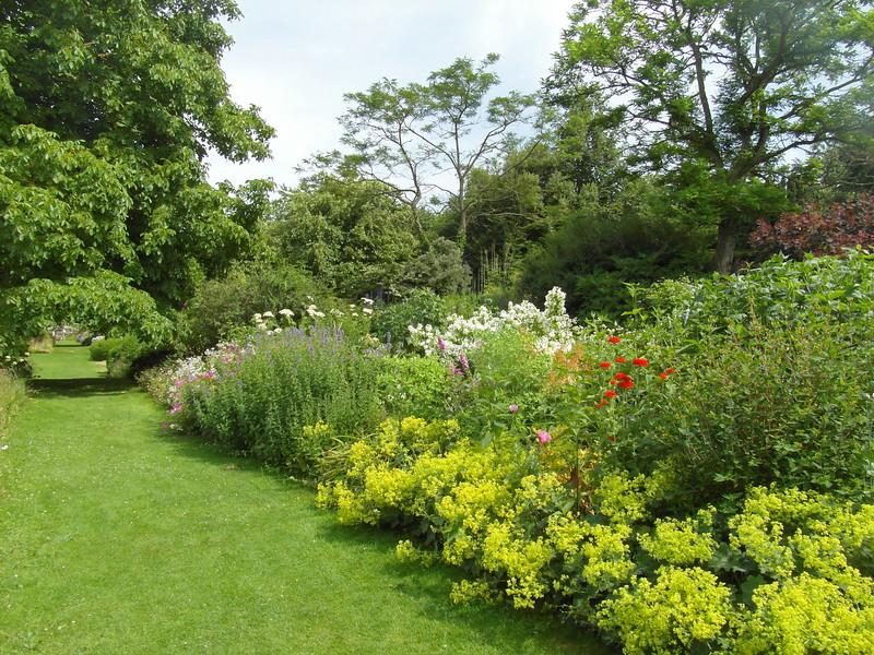 FL 122 Nunnington Garden Path