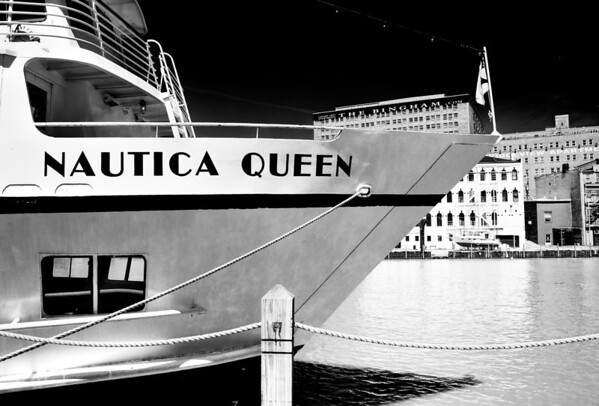 Nautica Queen @ Night