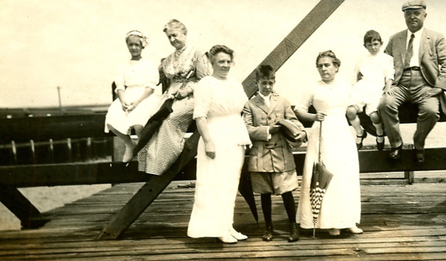 Possibly the Highlands Bridge, guessing that thrid from left is Julie Elbelt Kausel, and maybe second in is Elisabeth Voight Elbelt?
