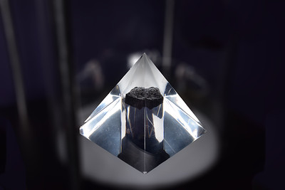 JDH_4081-Moon rock-V1