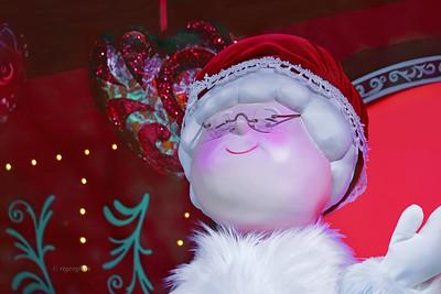 NYC Holdays-Macy's Santa window