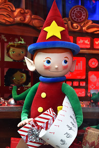 NYC Holidays-Macys Santa helper