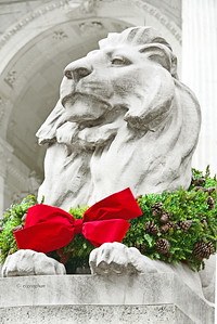 NY Library Lion Fortitude at Christmas