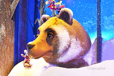 NYC Holiday Windows - Lord and Taylor Bear