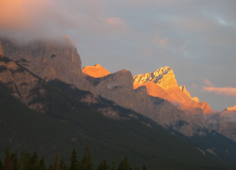 Pre-dawn alpenglow on Mt. Rundle<br /> Canmore, Alberta, Canada