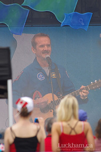 Chris Hadfield... the Ladies like him