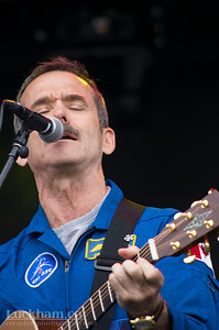 Canadian Astronaut Chris Hadfield singing David Bowie's Space Oddity
