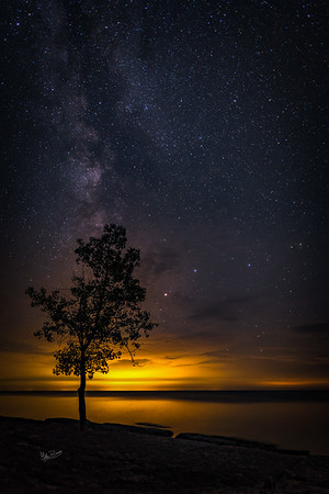 Night sky at Point Petre, Prince Edward County, Canon 6D, Sigma 20mm, 20 sec, F1.4, ISO 640