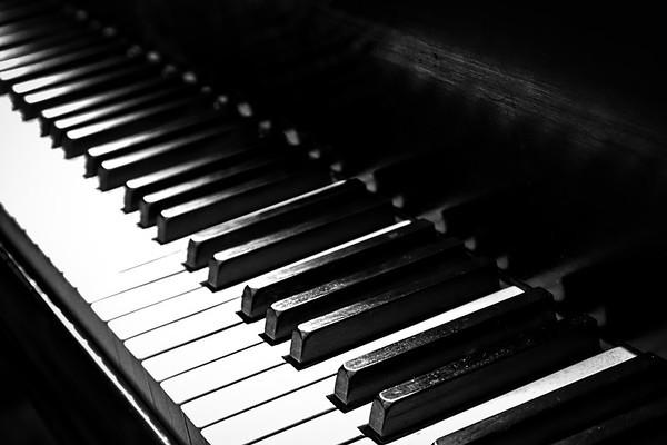 Piano 2 (B&W)