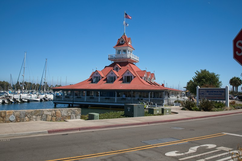Great place to eat across from the COronado Hotel on the water.