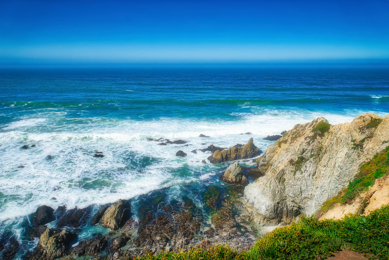 The Pacific Ocean crashing into Tomales Point