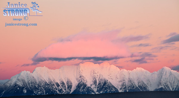 9846 Steeples Alpenglow with pink cloud