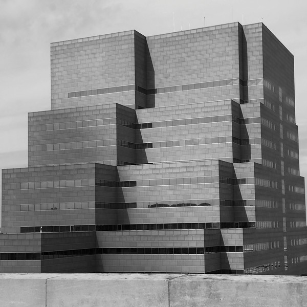 Black and white view of the pyramid-like Crile Building at Cleveland Clinic in Cleveland, Ohio. Architect: Cesar Pelli & Associates Architects