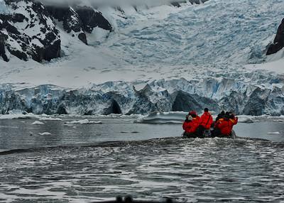 ANT_5620-7x5-Glacier-Zodiac