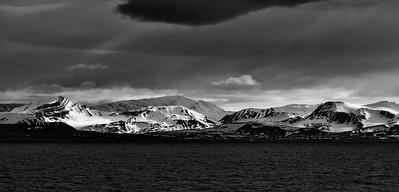 ART_0021-Longyearbyen coast-BW