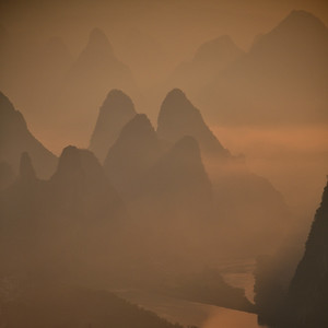 CHI_1800-Mtns-Mist-early light