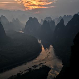 CHI_1746-Mtns-Mist-Sunrise