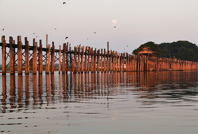 MYA_3169-Moon over-Bridge Sunrise