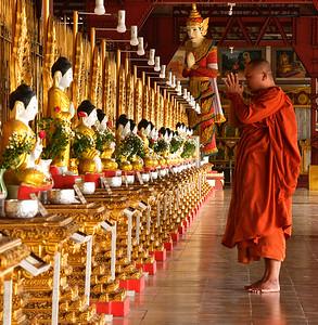 MYA_1830-Monk-Buddahs