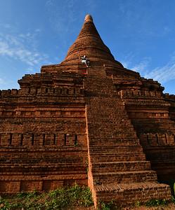 MYA_2363-Man on Pagoda