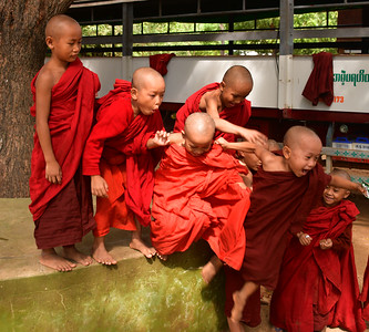 MYA_2084-Boy Monks jumping