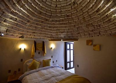 BOL_1548-7x5-Hotel Room