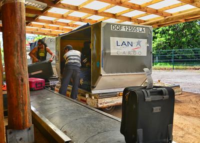 EAS_0043-7x5-Luggage handling