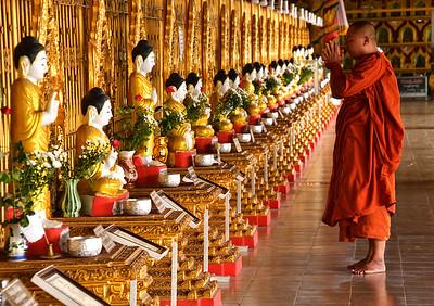 MYA_1827-Monk-Buddahs