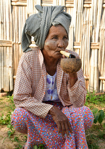 MYA_2660-Old Woman