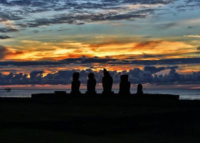 EAS_1079-7x5-Moai-Sunset