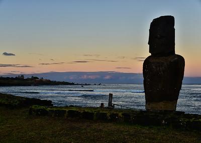 EAS_2380-7x5-Early Morning light-Moai