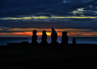 EAS_3389-7x5-Moai Sunset