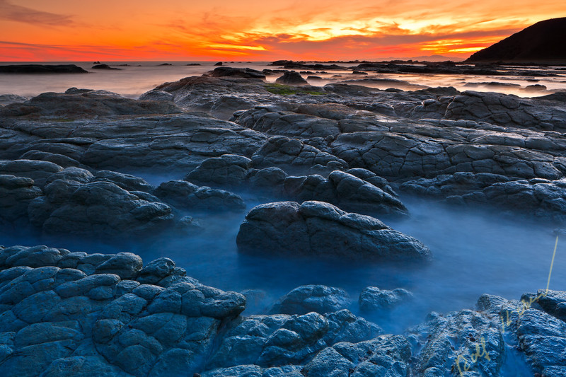 Sunset over the seascape along the Kaikoura Peninsula, Kaikoura, East Coast, South Island, New Zealand.