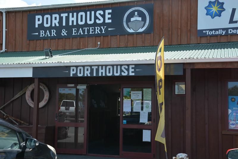 Nice Bar & Food near Marsden Cove, New Zealand